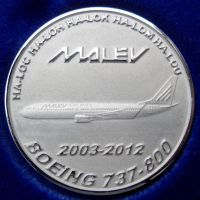 malev_boeing_737-800_titan
